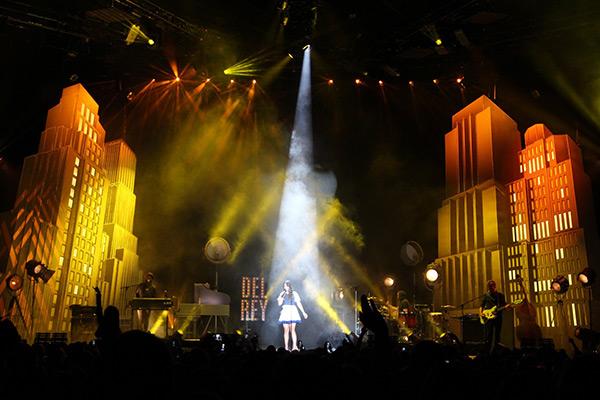 2.-Lana_Del_Rey_stage