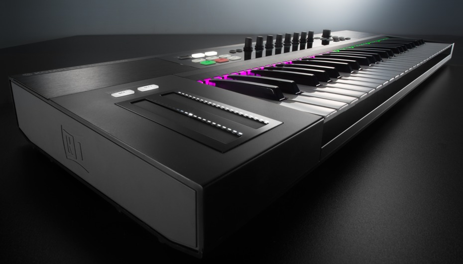 img-KOMPLETE_KONTROL_overview_01_gallery-intro_02_2x-8d3610a67660f1be804a378df7f56966-d