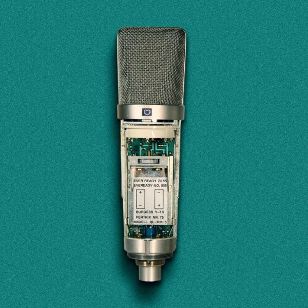 Earlier versions of Neumann's U87 could be powered from an internal battery.